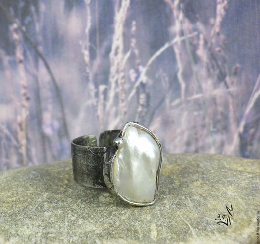"""Кольца ручной работы. Ярмарка Мастеров - ручная работа. Купить """"Из пены морской"""" - кольцо с перламутром. Handmade. Белый"""