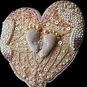 Украшения ручной работы. Ярмарка Мастеров - ручная работа Трогательная любовь. Вышитая брошь. Handmade.