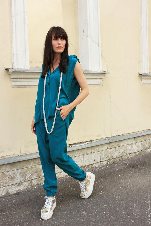 R00067 Шелковая блузка без рукавов с капюшоном. Свободный и экстравагантны стиль . Дизайнерский жилет из натурального шелка для лета.Летняя туника из шелка в свободном стиле
