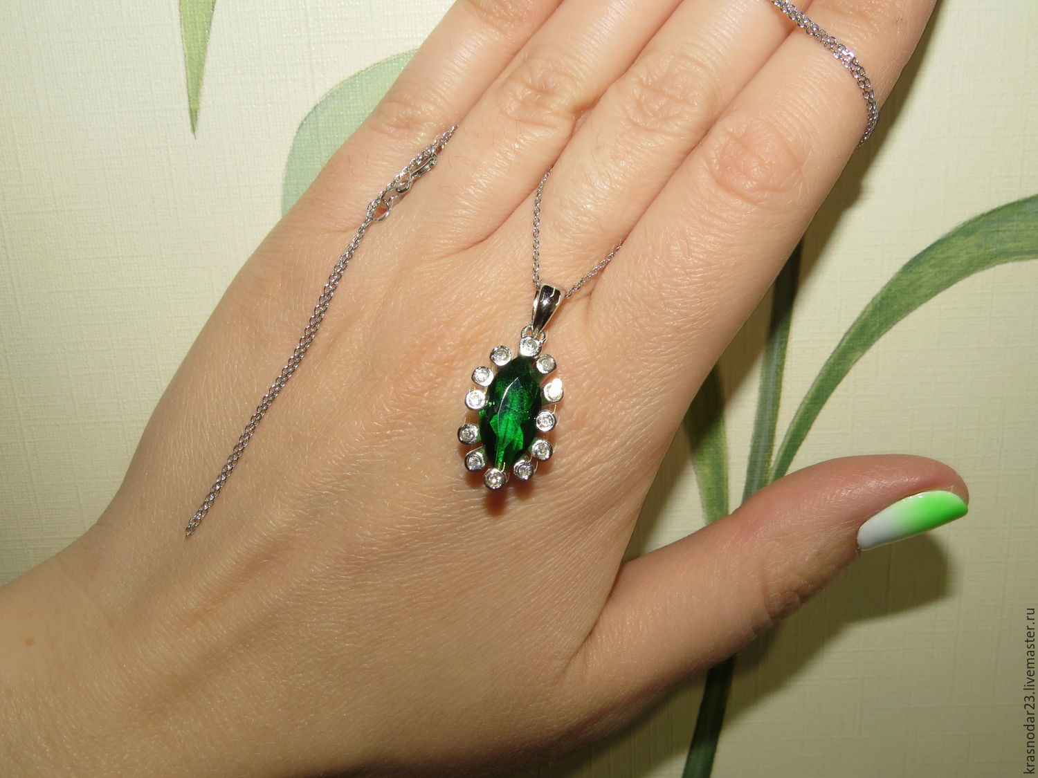 pendant on a chain made of 925 silver with emerald quartz framed by large zircons