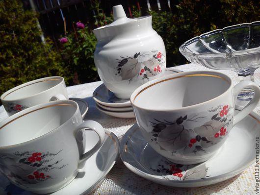 ...сдержанно-нарядный чайный набор посуды.... ...Туймазинский фарфоровый завод...СССР...