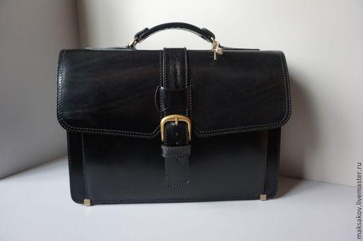 Мужские сумки ручной работы. Ярмарка Мастеров - ручная работа. Купить Смольный чёрного цвета. Handmade. Однотонный, натуральная кожа