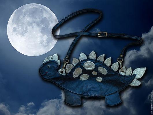 """Детские аксессуары ручной работы. Ярмарка Мастеров - ручная работа. Купить Детская сумочка """"Лунный динозаврик"""". Handmade. Тёмно-синий"""