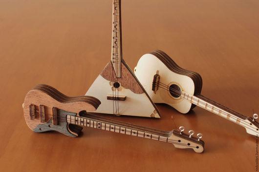 Миниатюра ручной работы. Ярмарка Мастеров - ручная работа. Купить Миниатюрные музыкальные инструменты - гитара, бас гитара и балалайка. Handmade.