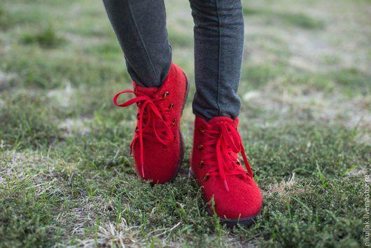 Детская обувь ручной работы. Ярмарка Мастеров - ручная работа. Купить Валяные ботинки Красное настроение. Handmade. Ярко-красный