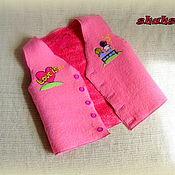 Работы для детей, ручной работы. Ярмарка Мастеров - ручная работа жилет LOVE IS... розовый. Handmade.