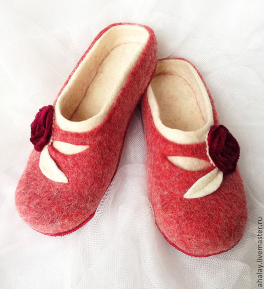 """Обувь ручной работы. Ярмарка Мастеров - ручная работа. Купить Тапочки валяные женские бордовые """"Роза"""". Handmade. Тапочки домашние"""