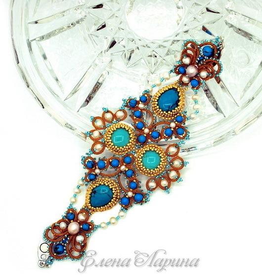 Авторское оригинальное украшение на руку, дизайнерский женский браслет из ювелирного кружева ручной работы с кабошонами из натуральной бирюзы. Автор Елена Ларина.