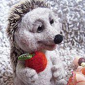 Игрушка валяная Ёжик с яблочком
