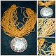 Колье с медальоном `Солнце`, Потрясающее колье на шею из нитей бисера матовых цветов  и кулона инкрустированного перламутром, длина - 45 см.