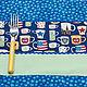 Яркие и веселые сервировочные салфетки на тему города Нью-Йорк. Использованы ткани синих и зеленых оттенков с принтом из сувенирных кружек Нью-Йорка и со звездами. Будут отличным подарком на новоселье