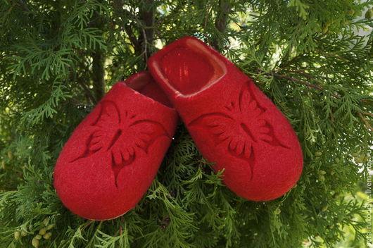 """Обувь ручной работы. Ярмарка Мастеров - ручная работа. Купить Тапочки валяные """"Butterfly-2"""". Handmade. Ярко-красный"""