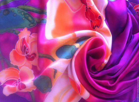 Батик Платок Белые орхидеи 2` - это лёгкое шёлковое наслаждение и пленящая красота. Сделает Вас яркой и неотразимой.