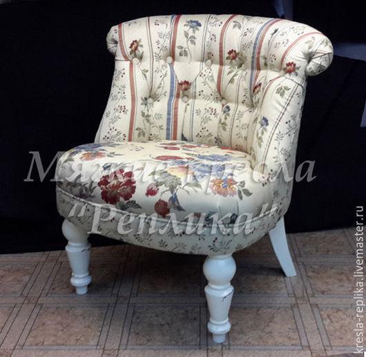 Кресло `Прованс` белое с цветочным узором