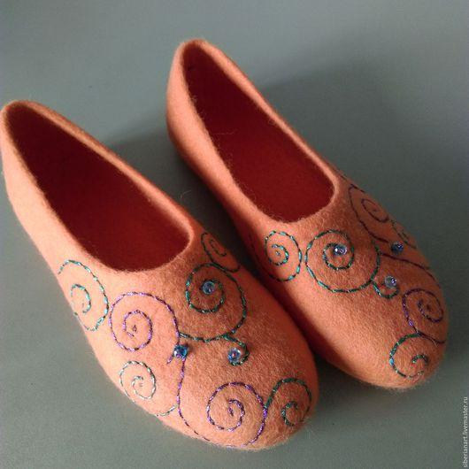 """Обувь ручной работы. Ярмарка Мастеров - ручная работа. Купить Тапочки валяные """"Коралловый бриз"""". Handmade. Коралловый, тапочки из войлока"""