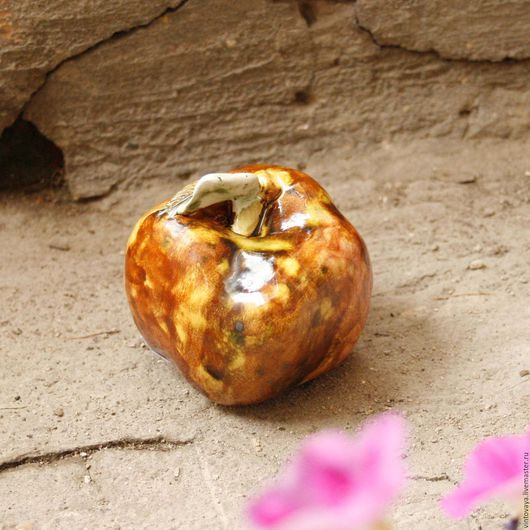 Статуэтки ручной работы. Ярмарка Мастеров - ручная работа. Купить Яблочко. Handmade. Бежевый, яблоко керамическое, керамика абрамцево