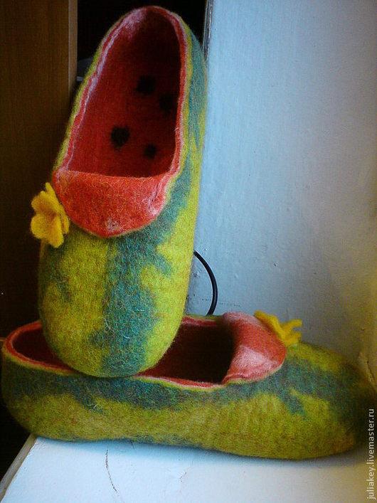 Обувь ручной работы. Ярмарка Мастеров - ручная работа. Купить Тапочки валяные Сахарный арбуз.. Handmade. Шерсть меринос, арбузный