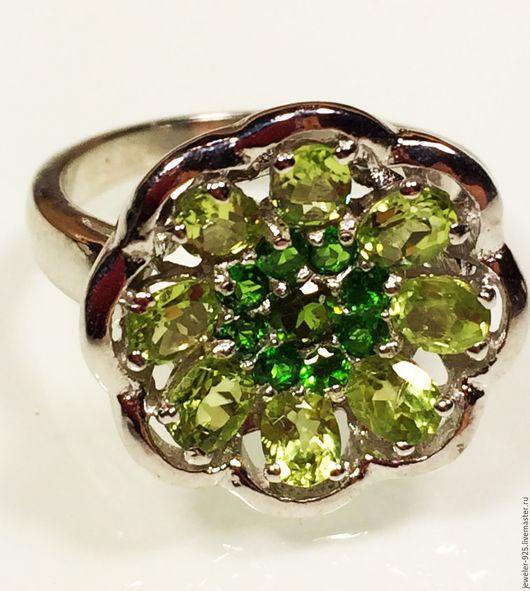 """Кольца ручной работы. Ярмарка Мастеров - ручная работа. Купить Кольцо """"Цветок"""" с Хромдиопсидами и Хризолитами серебро 925. Handmade. Зеленый"""