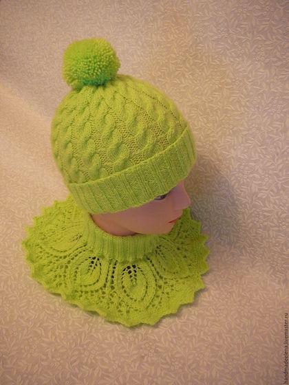 шапка вязаная, араны, косы на шапке, манишка для девочки