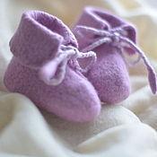 Работы для детей, ручной работы. Ярмарка Мастеров - ручная работа Пинетки теплые и нежные подарок новорожденному розовые сиреневые. Handmade.
