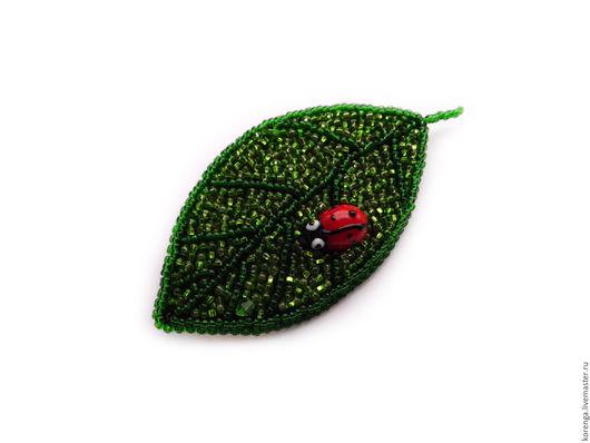"""Броши ручной работы. Ярмарка Мастеров - ручная работа. Купить Брошь """"Кусочек лета"""". Handmade. Зеленый, листочек, бусина лэмпворк"""