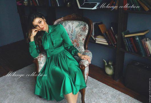 Платья ручной работы. Ярмарка Мастеров - ручная работа. Купить Шелковое изумрудное платье с бантом. Handmade. Зеленый, красивое платье