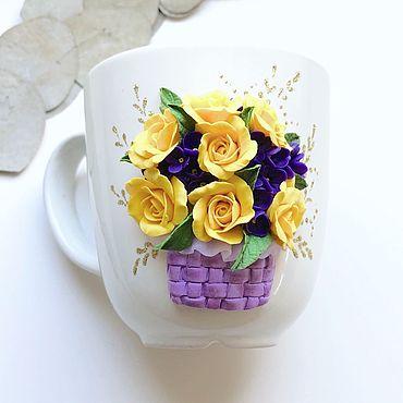 Посуда ручной работы. Ярмарка Мастеров - ручная работа Букет желтых  роз с фиолетовым в корзине на кружке из полимерной глины. Handmade.
