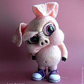 Куклы и игрушки ручной работы. Ярмарка Мастеров - ручная работа Свинья в кедах. Handmade.