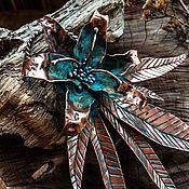 Подвеска ручной работы. Ярмарка Мастеров - ручная работа Крупный медный кулон с цветком лилии. Синяя патина.. Handmade.