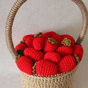 Подарки к праздникам ручной работы. Ярмарка Мастеров - ручная работа корзина с клубникой. Handmade.