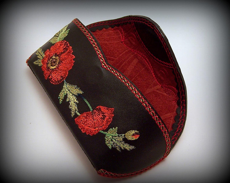 Футляр для очков кожа с вышивкой Маки