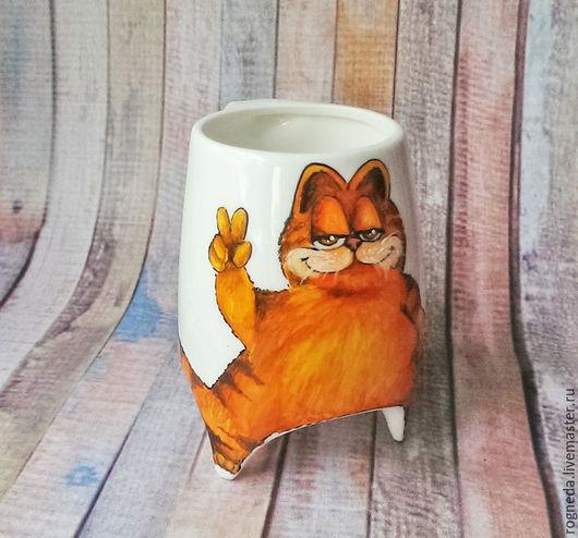 """Кружки и чашки ручной работы. Ярмарка Мастеров - ручная работа. Купить """"Гарфилд"""" - чашка с ножками (0780). Handmade. Рыжий, cat"""