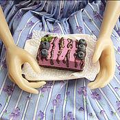 """Куклы и игрушки ручной работы. Ярмарка Мастеров - ручная работа Миниатюра для кукол """"Пирожное с черникой"""". Handmade."""