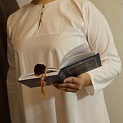 Рубашки ручной работы. Ярмарка Мастеров - ручная работа Рубаха женская нательная хлопковая древнего кроя с ручной вышивкой. Handmade.