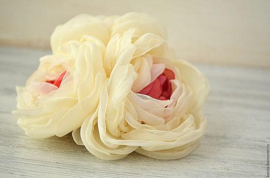 Броши ручной работы. Ярмарка Мастеров - ручная работа. Купить Брошь из ткани Розовый букет. Handmade. Цветы из ткани, кремовый