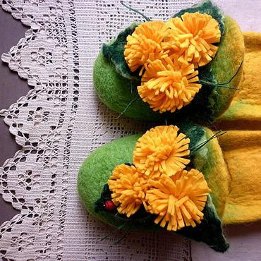 Обувь ручной работы. Ярмарка Мастеров - ручная работа Тапочки-шлепки валяные из шерсти Солнечные одуванчики. Handmade.