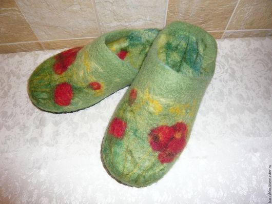 Обувь ручной работы. Ярмарка Мастеров - ручная работа. Купить Тапочки валяные женские с маками. Handmade. Зеленый, тапочки из шерсти