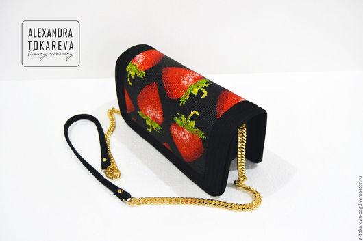Женские сумки ручной работы. Ярмарка Мастеров - ручная работа. Купить Эксклюзивный клатч вышитый бисером « Strawberry ». Handmade.