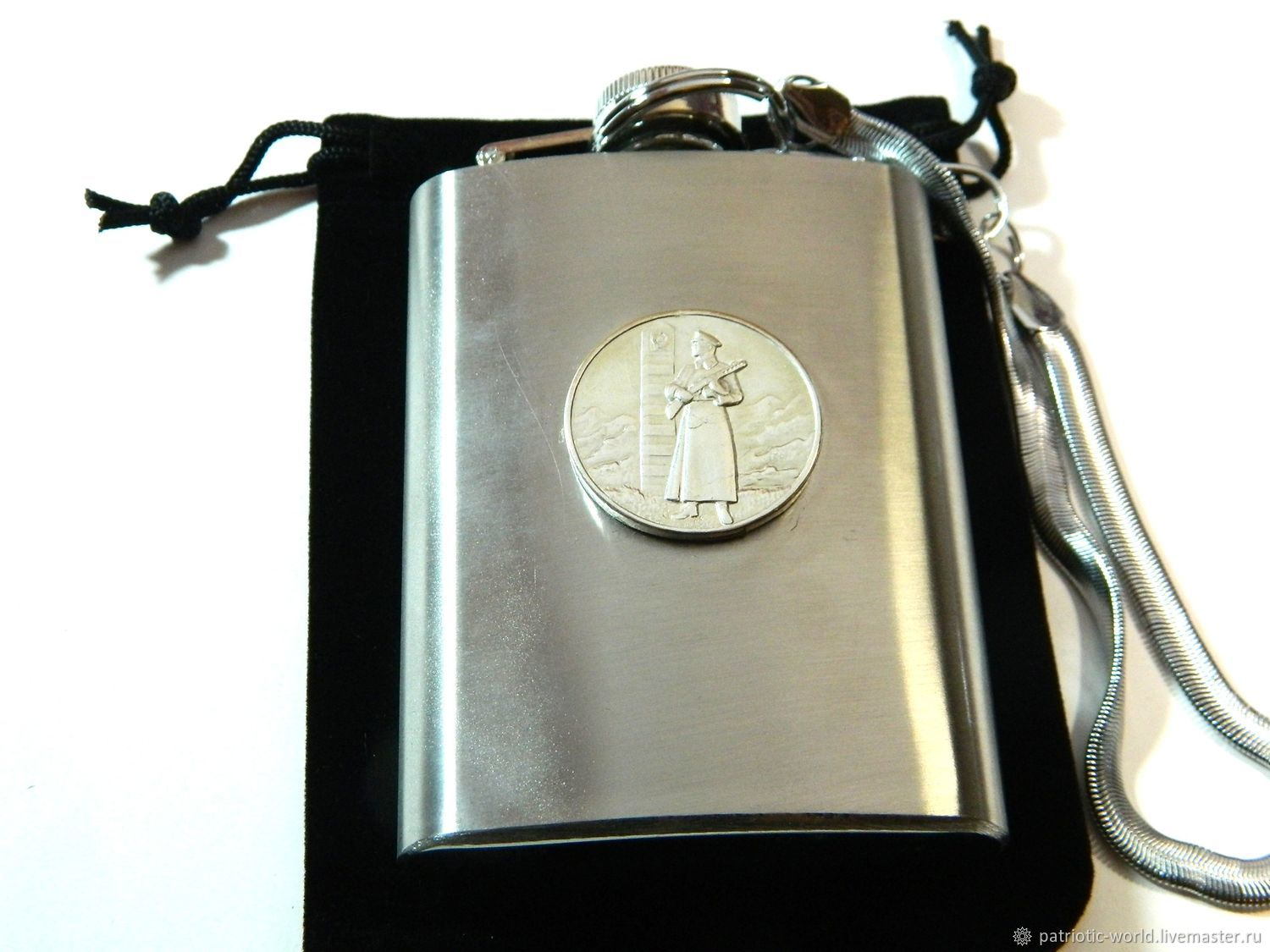 Flask with the symbols of the USSR 'FOR DISTINCTION IN THE PROTECTION OF THE USSR BORDER', Flask, Saratov,  Фото №1