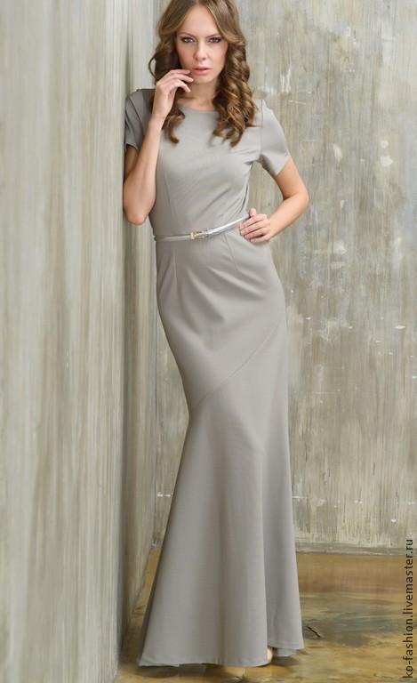 Светло-серое платье облегающего силуэта