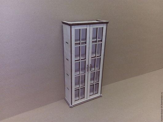 Книжный шкаф для кукол в масштабе 1:6