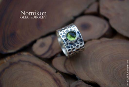 Кольца ручной работы. Ярмарка Мастеров - ручная работа. Купить Кованное кольцо серебро с хризолитом.. Handmade. Хризолит натуральный