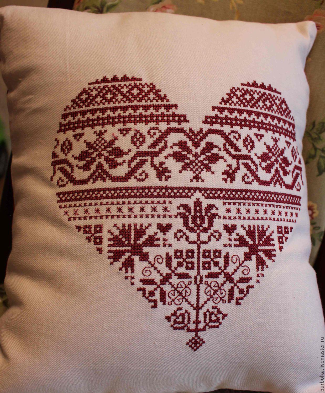 Вышитая подушка Сердечная – купить в интернет-магазине на Ярмарке ... d9b96eed50beb