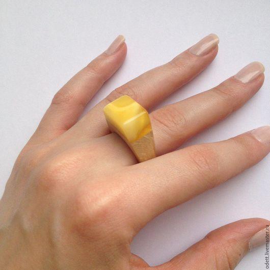 """Кольца ручной работы. Ярмарка Мастеров - ручная работа. Купить Янтарь.Кольцо """"Солнечная жизнь"""". Handmade. Лимонный, деревянная основа"""