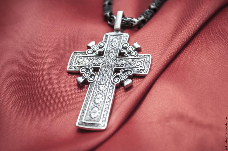 Кто может подарить крестик мужчине