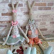 Куклы и игрушки ручной работы. Ярмарка Мастеров - ручная работа Комплект текстильных игрушек Зайчиха Тася и Заяц Толя. Handmade.