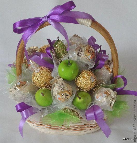 """Букеты ручной работы. Ярмарка Мастеров - ручная работа. Купить Букет из конфет """"Яблочная корзина"""". Handmade. Букет из конфет, сиреневый"""