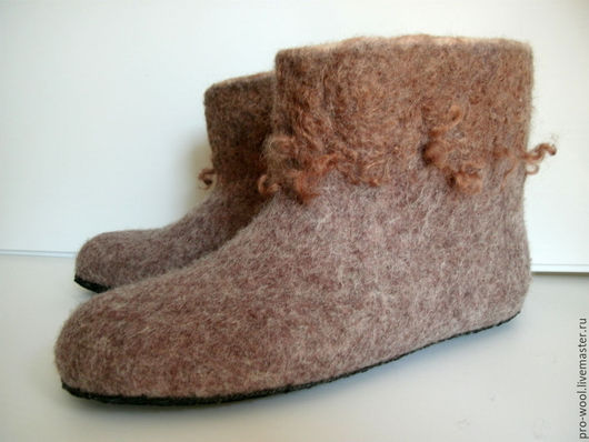 Обувь ручной работы. Ярмарка Мастеров - ручная работа. Купить чуни .валенки домашние мужские. Handmade. Коричневый, тапочки валяные