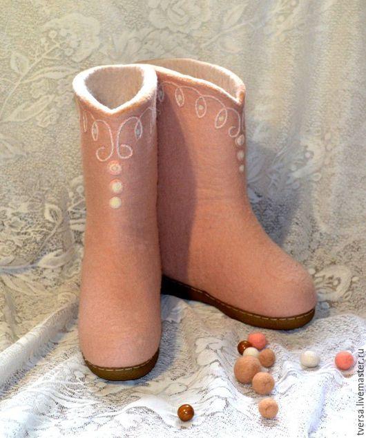 Обувь ручной работы. Ярмарка Мастеров - ручная работа. Купить Валенки женские ручной работы на подошве Снежноягодник. Handmade. Бежевый