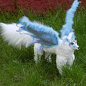 Куклы и игрушки ручной работы. Ярмарка Мастеров - ручная работа Белый волк, Волк с крыльями, Голубая стрела фэнтези волк. Handmade.